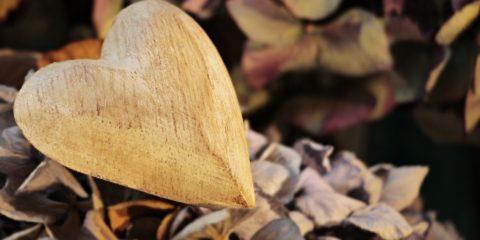 ハートの木彫り
