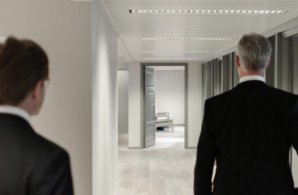 吃音がひどくて銀行員を辞めた2児の父である男の8年後は?転職で得た人生の教訓