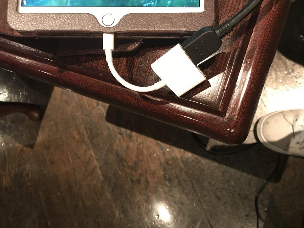 舞浜のトルセドール利用する幹事必見!プロジェクター「エプソンEB-S04」とiPad5/iPhone7との接続方法画像解説!