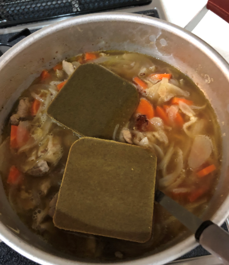 カレーのルーと鍋