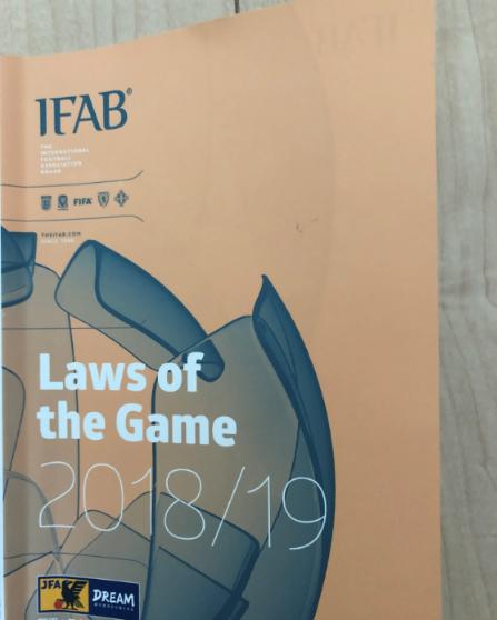 サッカー競技規則2018/19