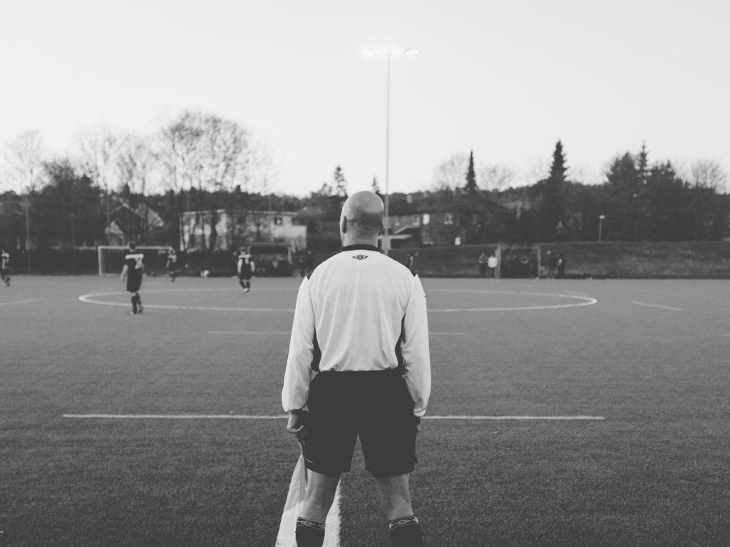 超緊張!少年サッカーの公式戦で初めて1人審判をやって感じたのは『事前準備』の重要性