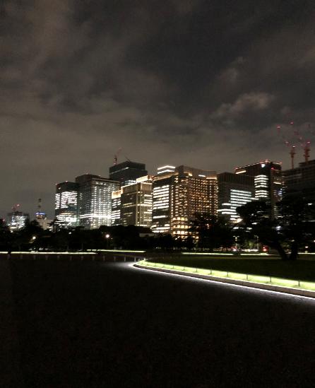 皇居から見た東京駅