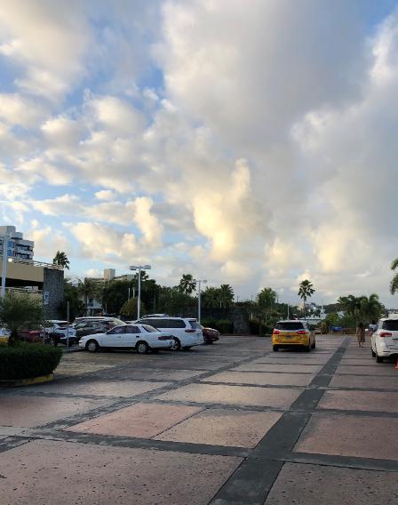 グアムプラザホテル前駐車場