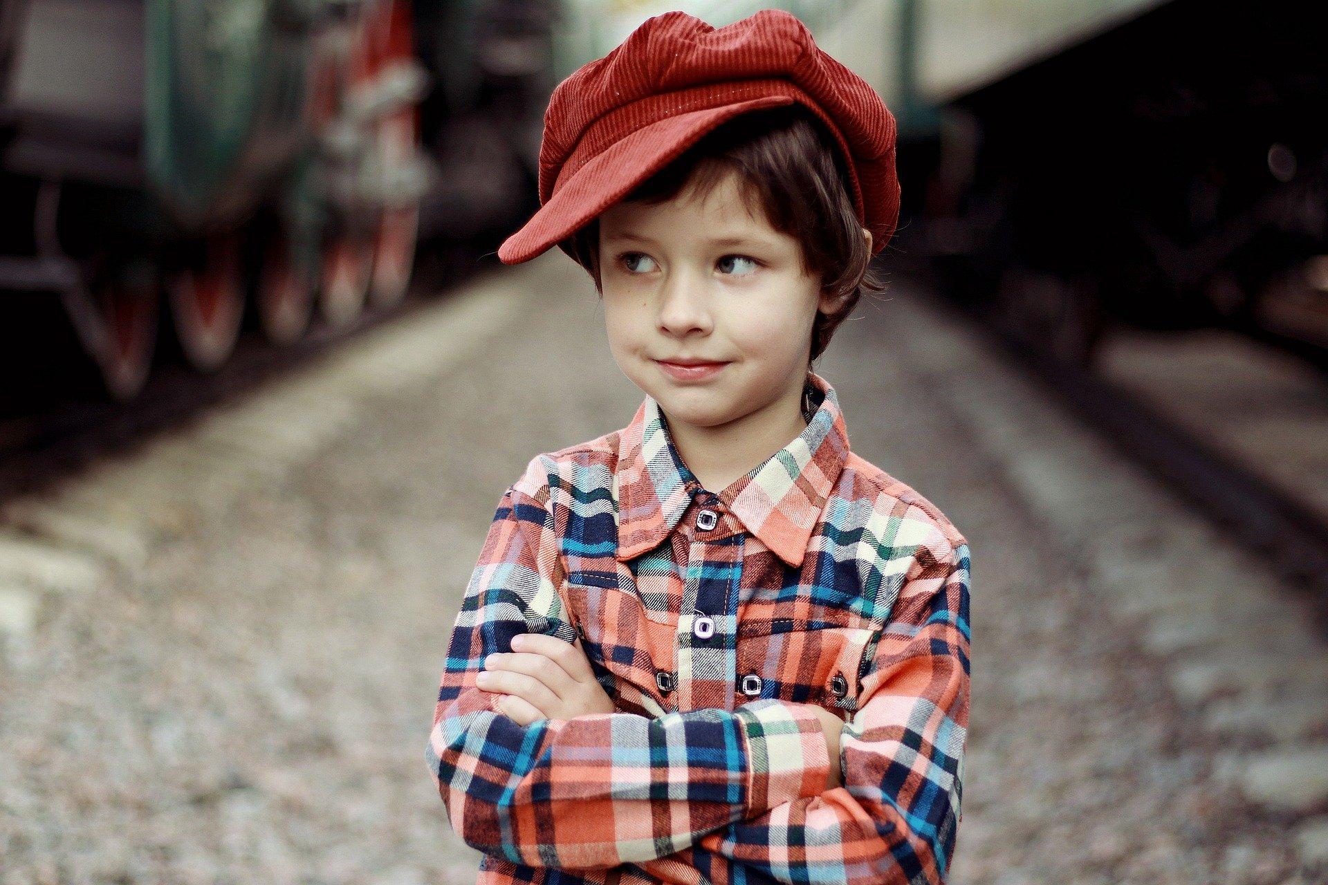 帽子被る 少年